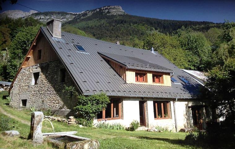 Grande maison et jardin dans un hameau du Vercors - Villard-de-Lans - House