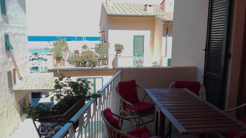 Your terrace two steps from the sea