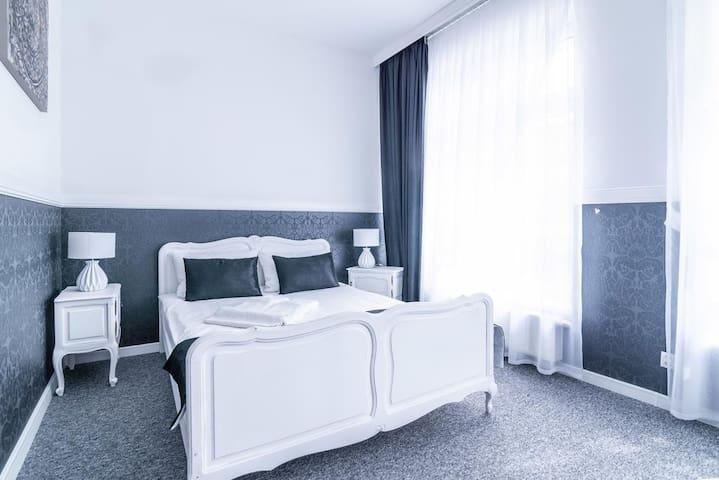 Premium - Bed & Breakfast No.5