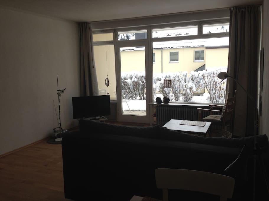 Ein hübsches Studio mit offener Küche, Flur, Badezimmer im Erdgeschoss
