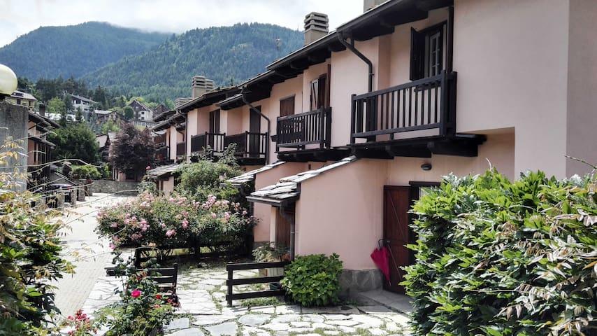 Cosy mini-villa at 5 min from Train station