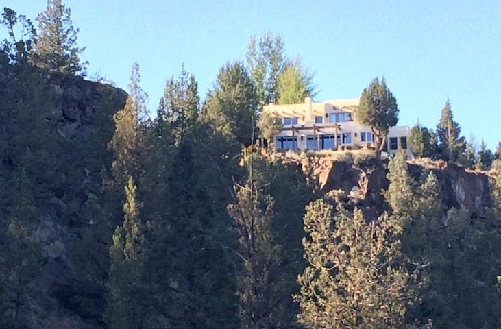 Right On The River at Canyon Rim! - Bend - House