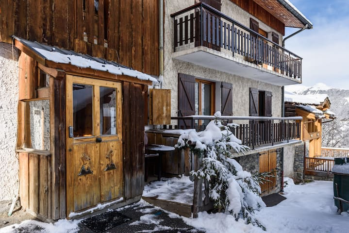 PETIT CHALET 2 PERS PROXI PISTE - Courchevel  - スイス式シャレー