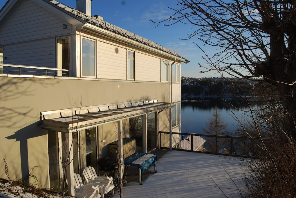 Modern home by the sea houses for rent in oslo oslo norway for Modern house for rent