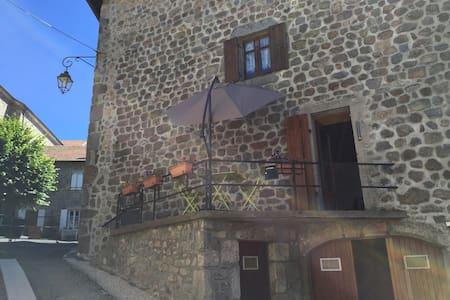 Appartement au centre d'un joli village ardéchois