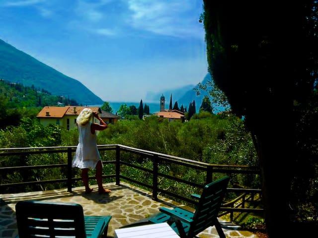 Casa Tanja-Bisergola 300m to lake, terraces, sunny