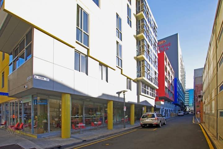 East End CBD Apt-2 Beds+free parking