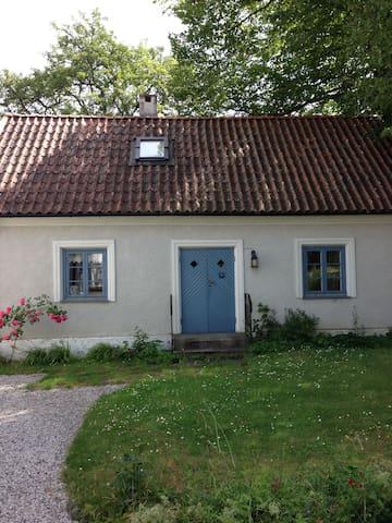 Mysigt kalkstenshus - Romakloster - House