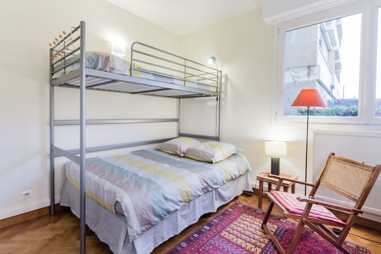 la chambre à louer avec 1 lit double. Matelas de qualité. The room to rent