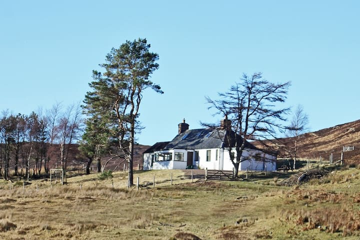 Cottage with views on private highland estate - Highland - Casa