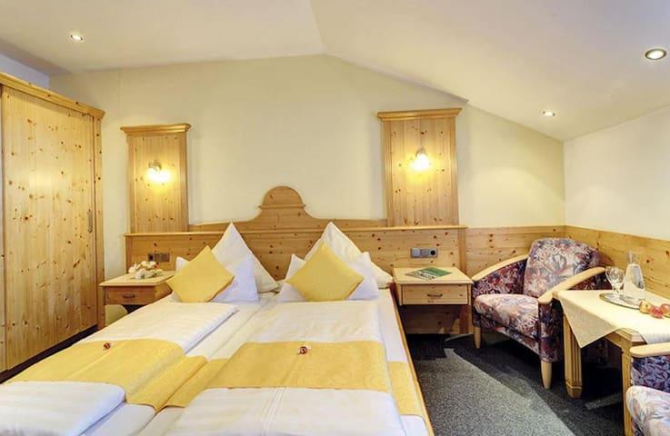 Appart-Hotel Wildererstuben (Bodenmais), Doppelzimmer mit Balkon - kostenfreies WLAN