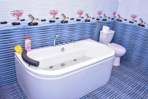 Seasons Villa - Mountain Room (Shared Bathroom)