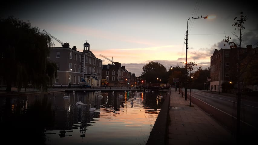 City Apartment Along Canal with Great Views - Dublin - Appartement