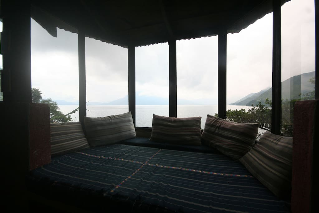 Great lake views, spacious bay windows to enjoy sunset and starry nights