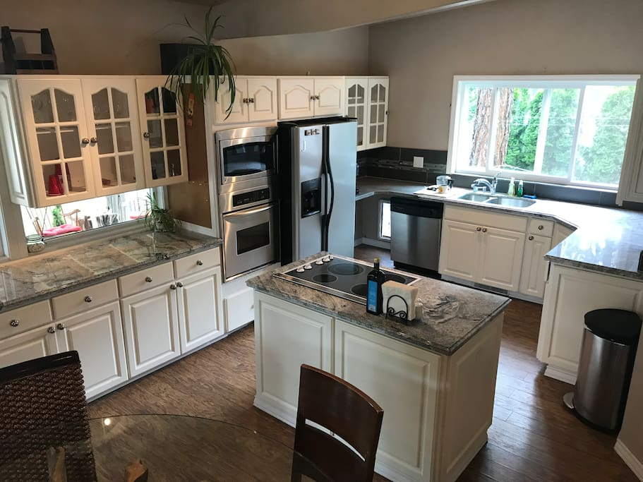 Full updated kitchen. Granite counter tops, stainless appliances.