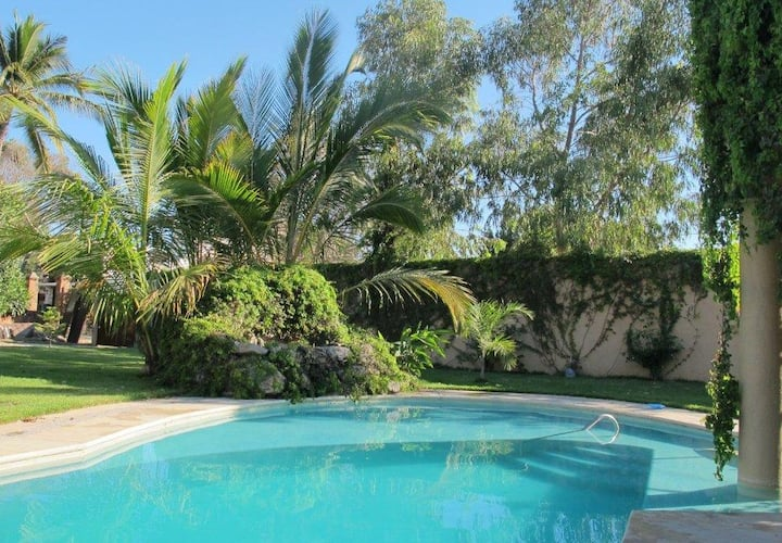 Charming 3-BDR house with pool, garden & jacuzzi