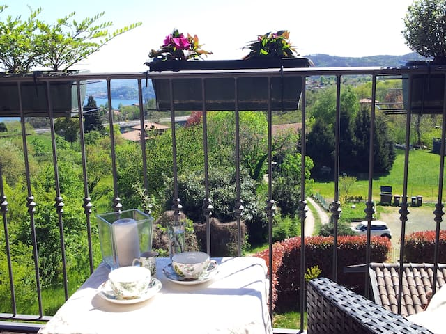 B&B loft with lake Maggiore view. - Nebbiuno - Bed & Breakfast