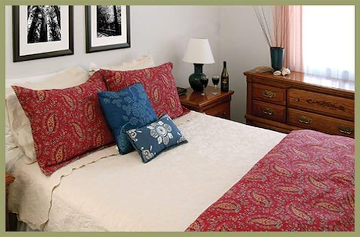 7 - Eel River Suite - Redwood Suites