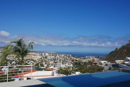 Swanky Modern Condo Overlooks Cabo - Cabo San Lucas - Apartment