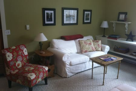 Country living close to town - Traverse City - Apartamento