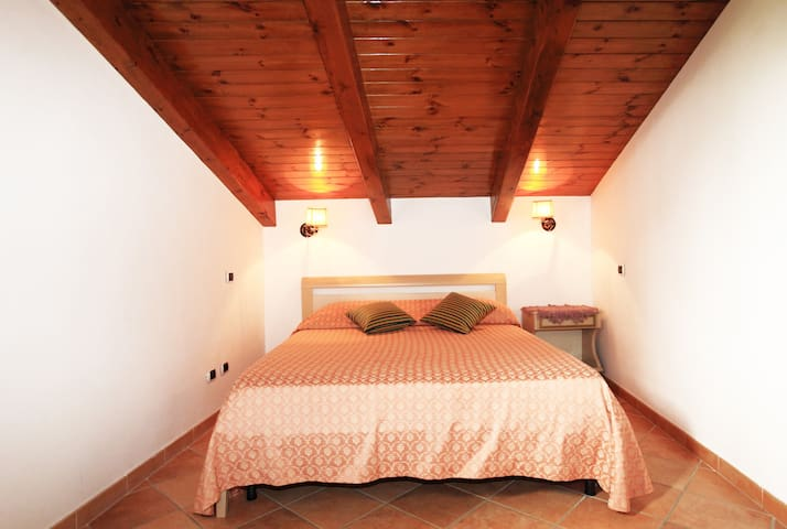 the bedroom topped by the beautiful wooden beams 100% Italian