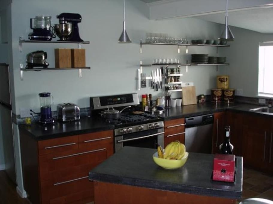 Big gourmet kitchen with all of your cooking needs