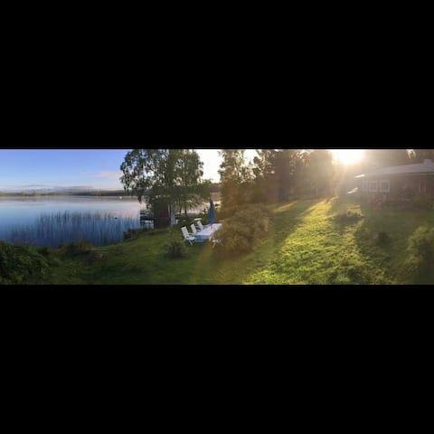 Lakeside log cottage near Kungsberget
