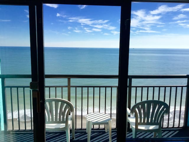 Gorgeous Oceanfront suite at Landmark Resort