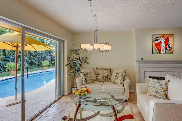 Lovely 3BD/2BT with Heated Pool! - Fort Lauderdale - Huis