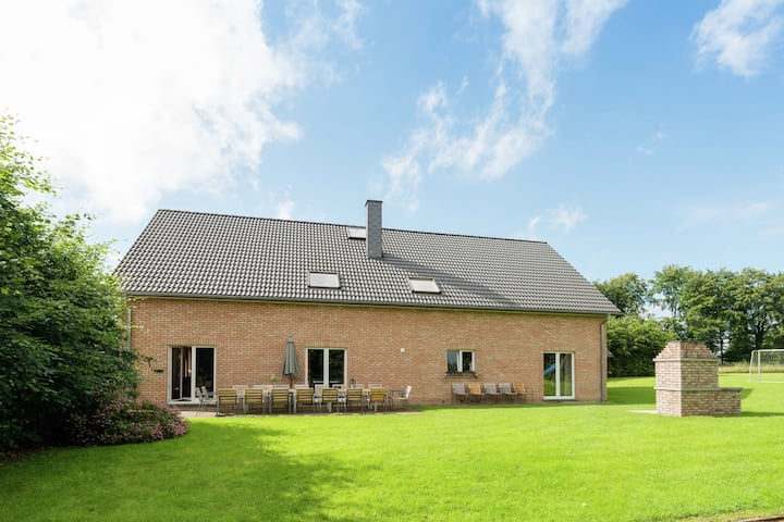 Luxurious, spacious vacation home with sauna and hammam, ideal for gezinnen