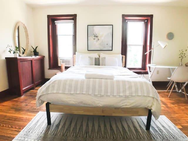 Fantastic Sunny Bedroom in Philadelphia!