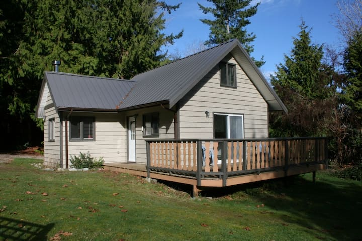 Old Mahood Road Cottage - Powell River