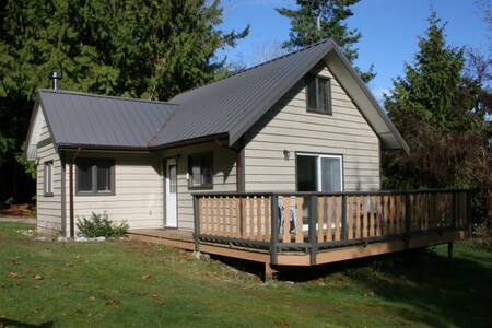 Old Mahood Road Cottage - Powell River - Cabin