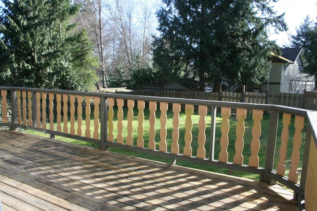 .... and is fronted by a fenced front yard which provides privacy from the main residence