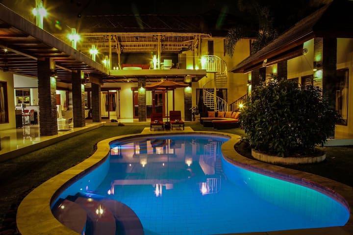 Villa Puri Hoki Seminyak 4 Bedroom - Seminyak - Casa