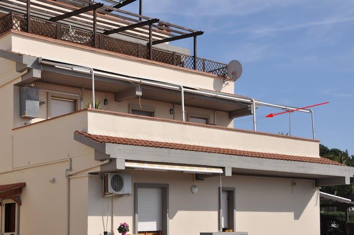 Alloggio bilocale con grande terrazza vista mare - Riotorto