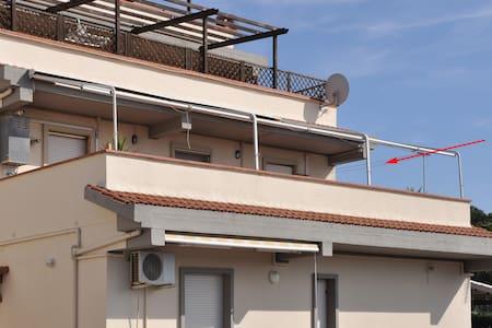 Alloggio bilocale con grande terrazza vista mare - Riotorto - Lejlighed