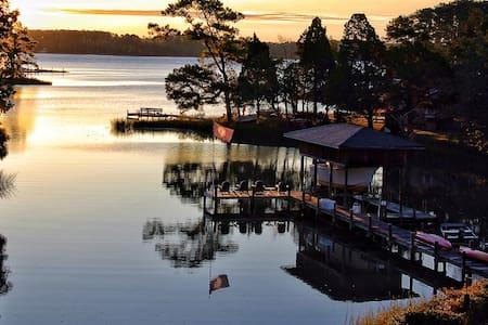 Waterfront Cottage Pool,Pier,Kayaks - Bohannon - Hus
