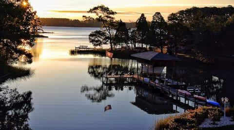 Waterfront Cottage Pool,Pier,Kayaks
