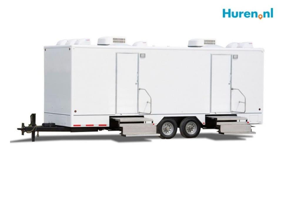 Als optie een toilet-douche trailer