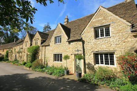 Castle Combe Cottage, Bath - Castle Combe
