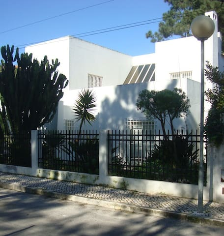 Beautiful Beach House Near Lisbon - Aroeira - House