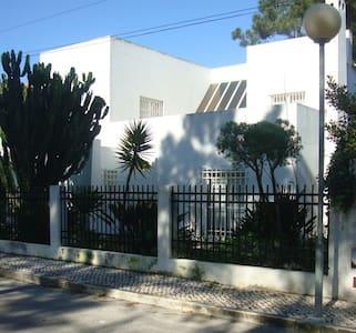 Bonita Casa de Praia na Aroeira - Aroeira - House