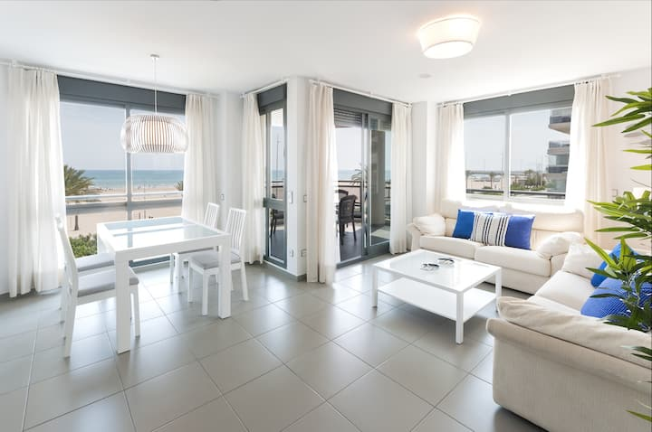 Oceanfront with stunning views of the sunset! Recently redecorated !!