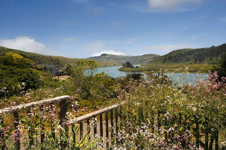 Mystic View Cottage Jenner River Views