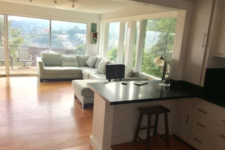 Room for rent, Charming cottage with view - Sausalito