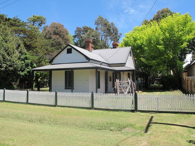 Lynden Cottage - built 1884 - Trentham - House