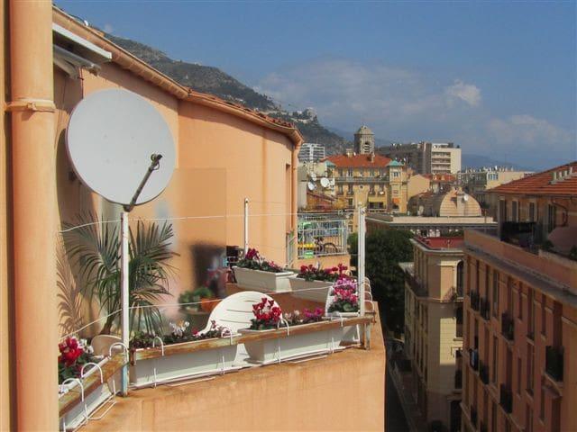Room (1) w/kitchen, 3 min from Monaco