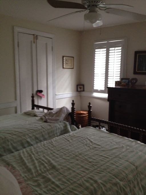 Upstairs Front Bedroom with Twin Beds