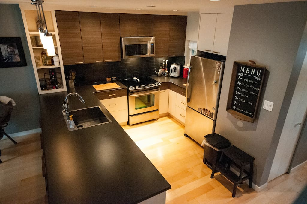 Large open kitchen - perfect for prepping food or ordering in ;)
